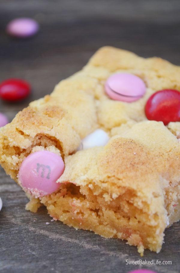 Valentine M&M Blondies | Sweet Baked Life