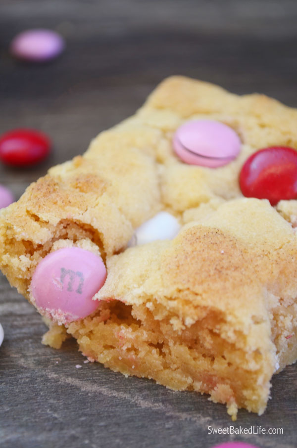 Valentine M&M Blondies | Sweet Baked Life