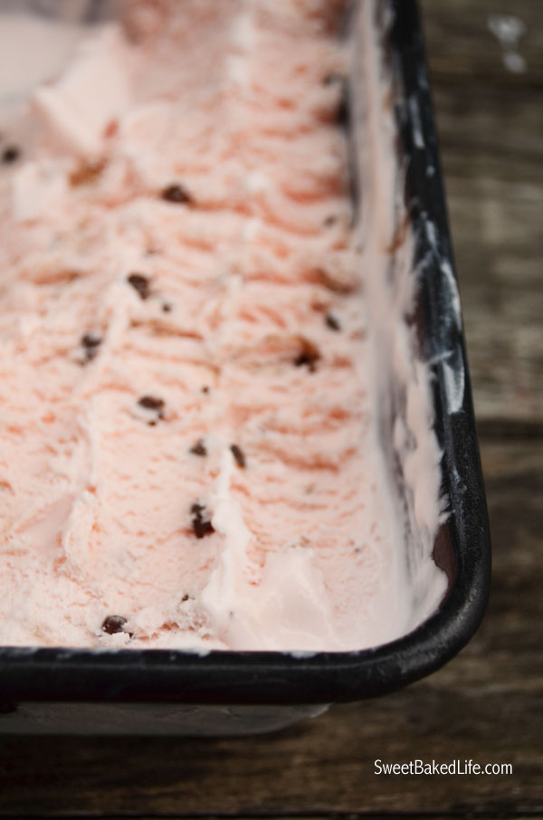 Peppermint Chip Ice Cream (no churn) | Sweet Baked LIfe