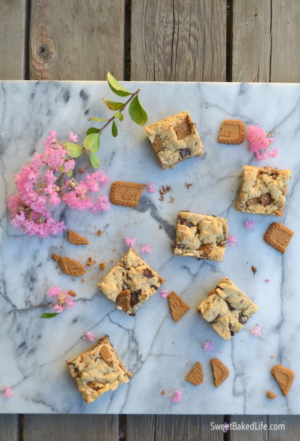 Biscoff Chocolate Chunk Blondies @sweetbakedlife.com
